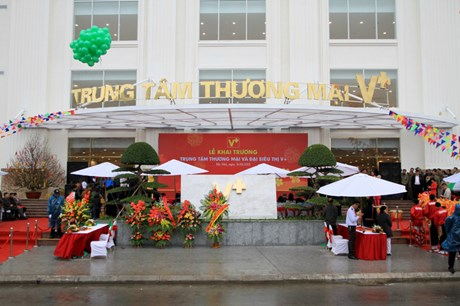 Trung tâm thương mại V+ khai trương: Người Việt dùng hàng Việt